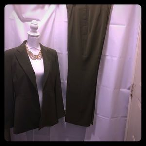 Le Suit womens olive green pant and jacket suit 10